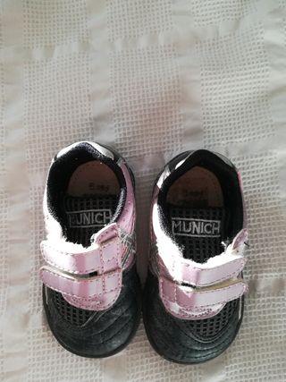 Zapatillas bebé talla 18 marca Munich