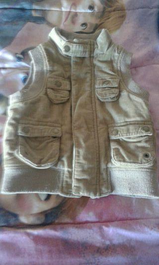 chaleco de pana color marrón para niño talla 3