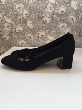 Zapatos te tacón medio negros. NUEVOS Zara