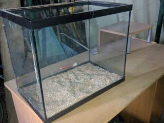 Terrario utilizado de acuario también sin tapadera
