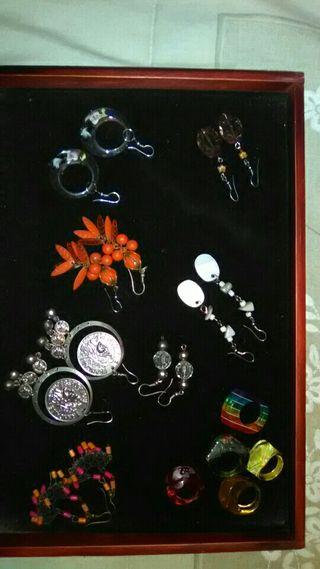 anillos y pendientes juveniles