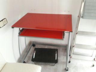 Mesa de ordenador y/o mesa de escritorio