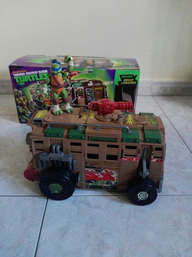 camion tortugas ninja,con una tortuga