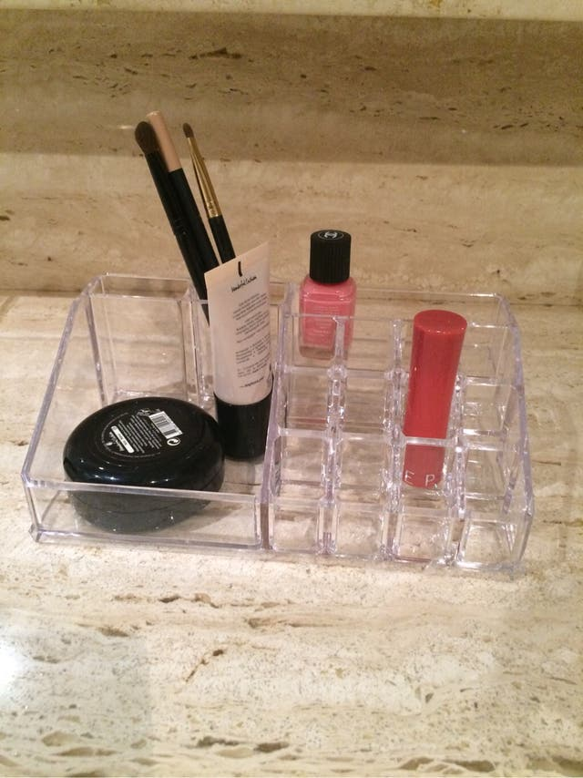 47 Expositor organizador maquillaje