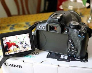 Réflex Canon EOS-650D parfait état neuf