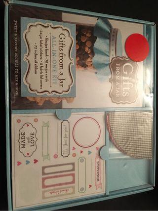 """Libro + kit para regalo """"gifts from a jar"""""""
