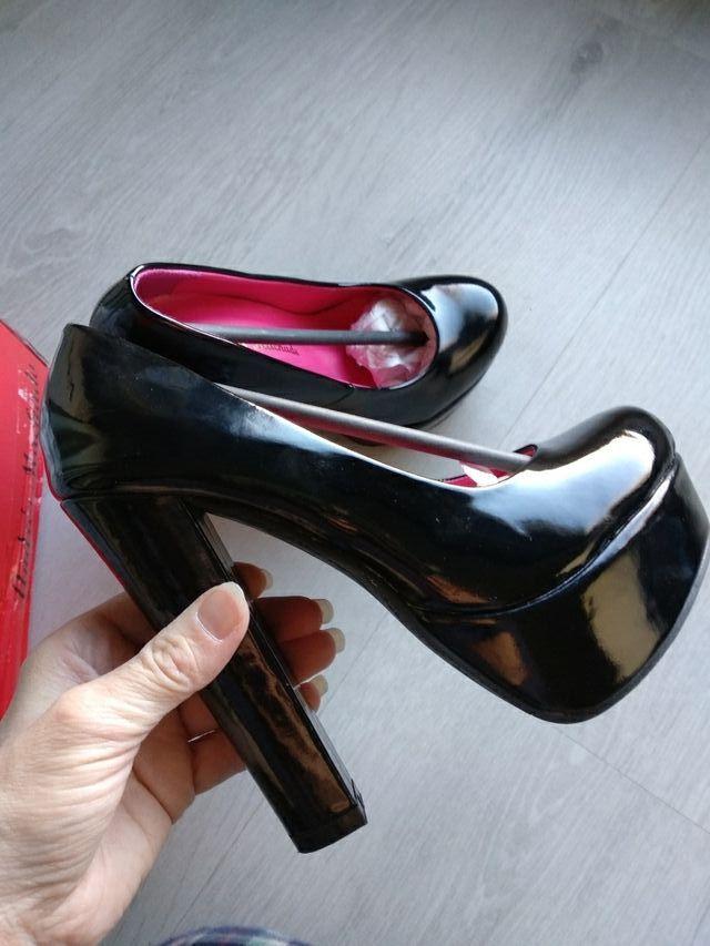 6bcec746b Zapatos de fiesta. charol negro. talla 33 de segunda mano por 20 ...