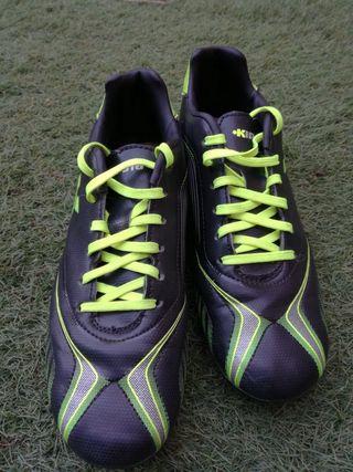 De En Segunda Zapatos Wallapop Fútbol Provincia Lleida La Mano bgYy6f7