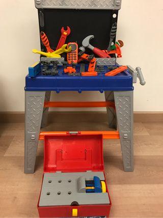 Mesa y caja de herramientas