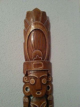 Escultura azteca madera