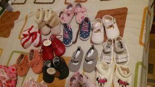 lote de zapatitos de bebe niña