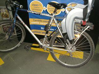 Bicicleta decathlon con silla para niños