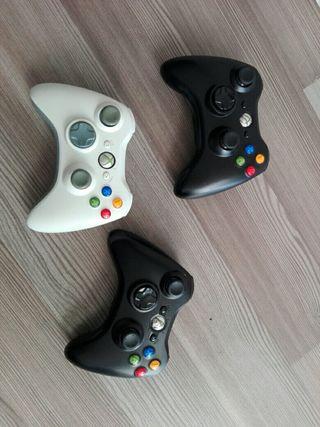 Vendo Xbox 360 con mandos y juegos