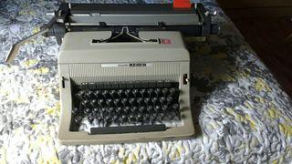 Maquina escribir Olivetti antigua