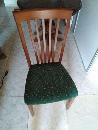 Mesa y 6 sillas tapizadas
