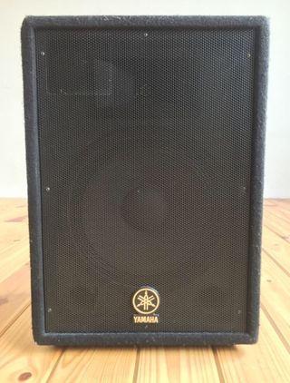 Altavoces Yamaha AX12