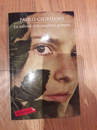 """Libro """"La solitud dels nombres primers"""