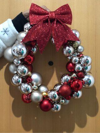 Bolas navideñas, corona