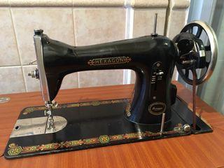 Maquina de coser hexagon de segunda mano por 100 € en