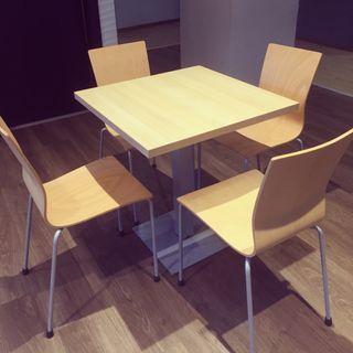 Mesa y sillas hosteleria