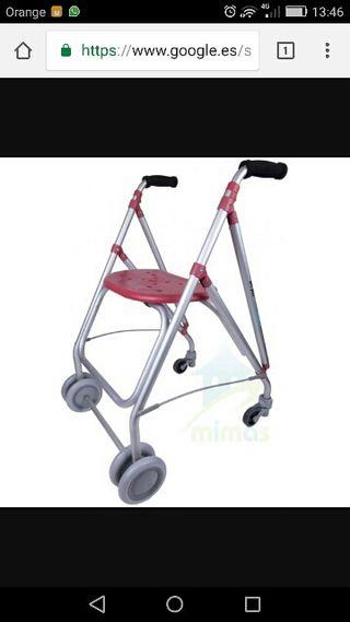 Andador de 4 ruedas plegable de marca.