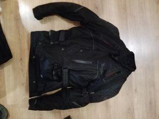 chaqueta y pantalón moto