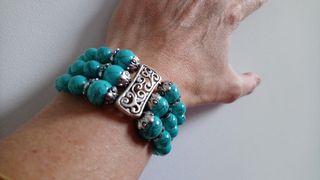 pulsera de metal y piedra imitación turquesa