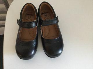 Zapatos de piel de niña