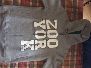 chaqueta cn capucha zoo york