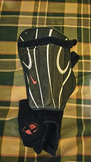 Espinilleras Nike. Con tobilleras.
