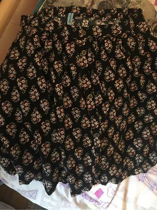 Falda de flores stradivarius