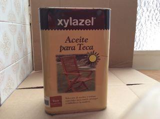Aceite de teca Xylazel color miel o teca 750 cc.