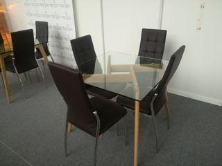 mesa de cristal y sillas de polipiel nuevas