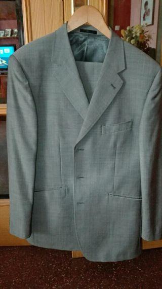 traje de caballero prácticamente nuevo talla 52