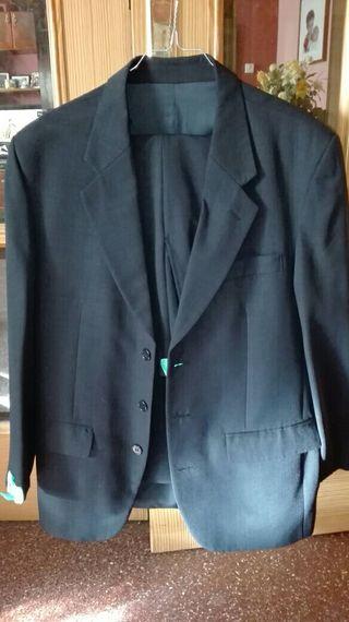 Traje chaqueta azul marino con chaleco talla 46