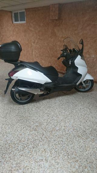 se vende aprilia de 500 cc