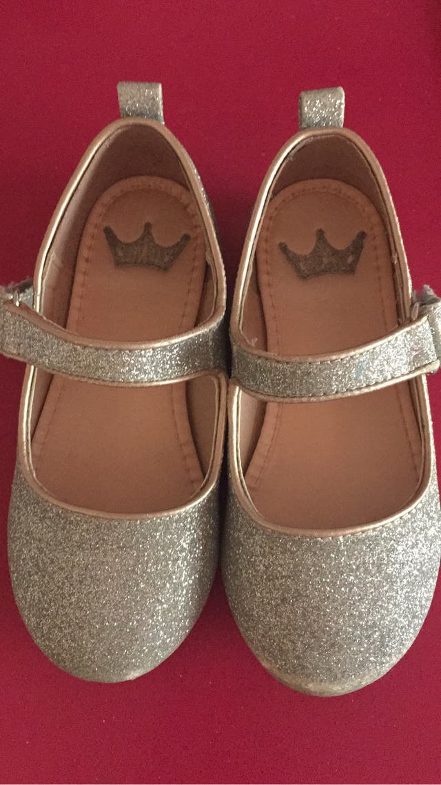 34427a3dc Zapatos niña purpurina de segunda mano por 3 € en El Escorial en ...