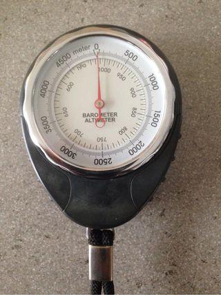 Barómetro altímetro