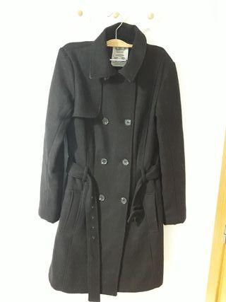 Abrigo negro entallado