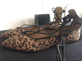 Manoletinas leopardo cuerdas