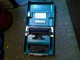 maquina de escribir olibetti