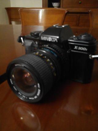 cámara réflex analógica Minolta X-300s