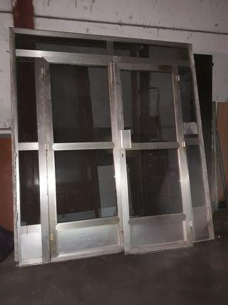 puerta de aliuminio