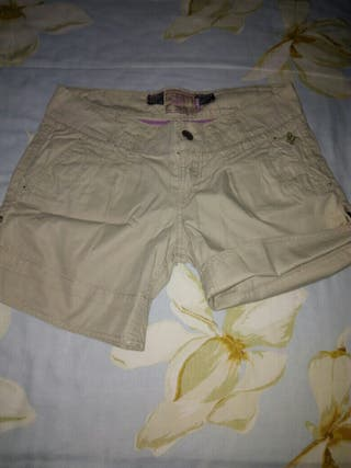 pantalon corto de chica