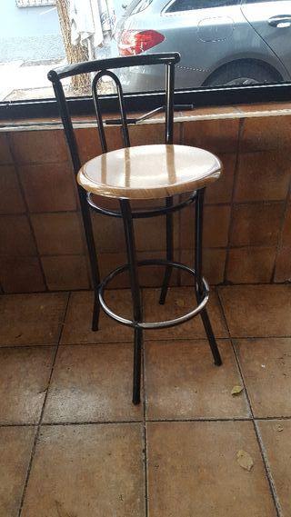 sillas altas y mesas a jyego