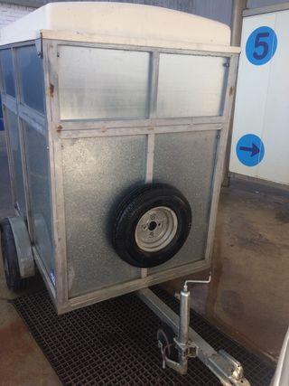 remolque cerrado hasta 750 kg