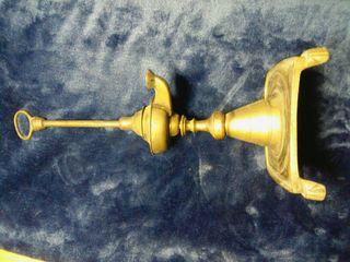 Antiguo candil de aceite en bronce.