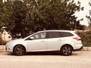 Ford Focus 2013 - trailer hitch, integrated GPS...
