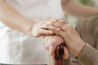 cuidado de ancianos o limpieza y plancha