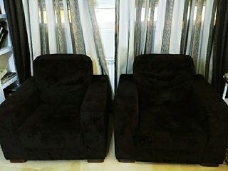 dos sofas negros individuales esta semana 90